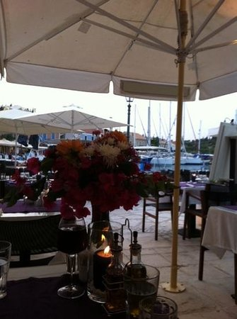 Alexis Restaurant : wedding anniversary dinner made special with lovely flowers!