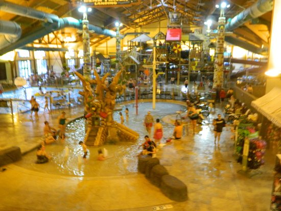Great Wolf Lodge: looking into waterpark area from 2nd floor lobby