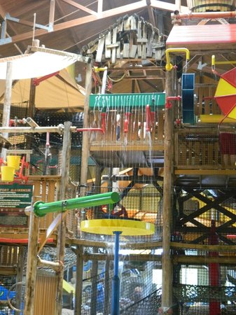 Great Wolf Lodge : 3 story treehouse play area in waterpark