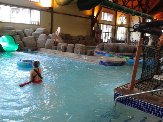 Great Wolf Lodge: looking towards lazy river from tube area
