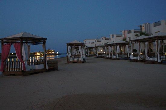 SUNRISE Grand Select Crystal Bay Resort: am Strand