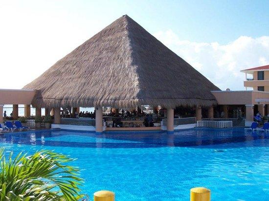 Moon Palace Cancun: swim up pool
