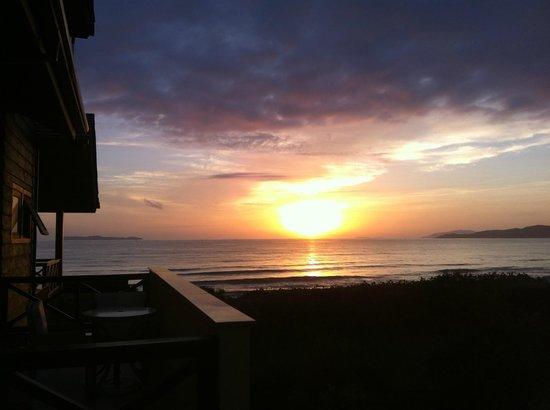 Refúgio Das Galés: Vista amanhecer da sacada da suite. Vale a pena