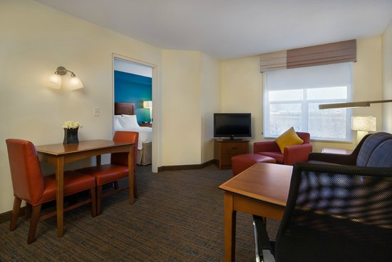 Residence Inn Madison West/Middleton: Suite Sittin Area
