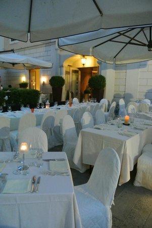 Ristorante San Lorenzo: giardino estivo del ristorante