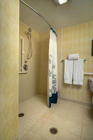 Residence Inn Madison West/Middleton: ADA Suite Bathroom
