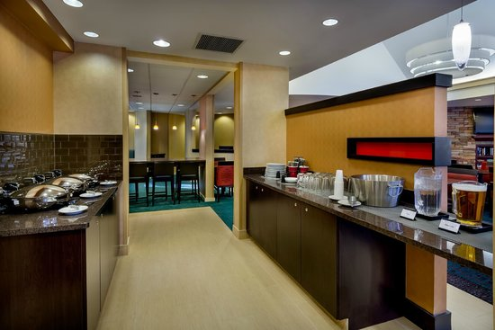 Residence Inn Madison West/Middleton: Breakfast and Manager's Reception Area
