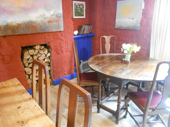 The Gurnard's Head Restaurant: Lovely bright walls