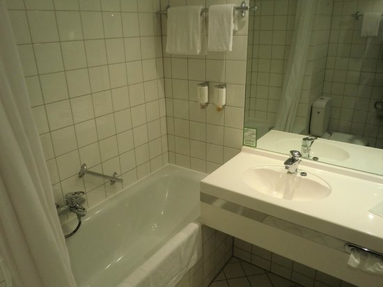 H4 Hotel Leipzig: bagno