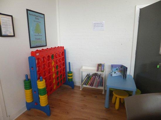 Three Lochs Hostel : Childrens corner in Cafe area