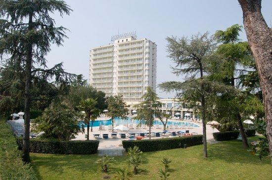 Hotel Terme Internazionale: PARCO, PISCINA E HOTEL