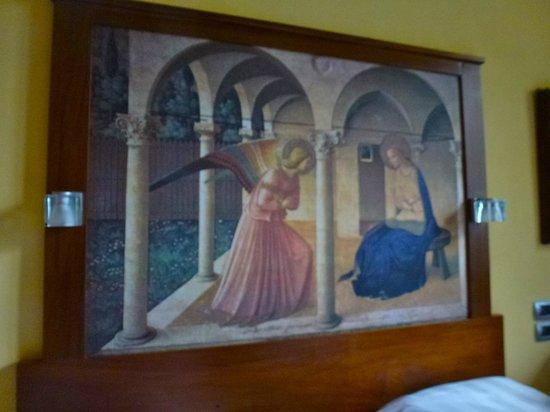 Vogue Hotel Arezzo: Botticelli Room headboard