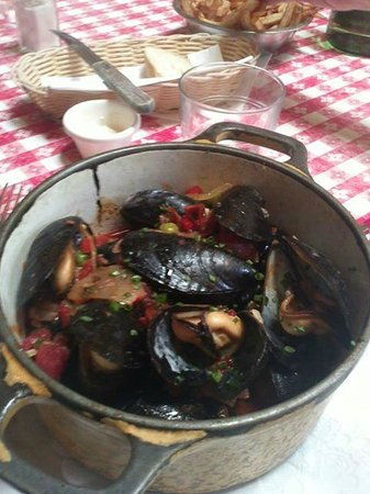 Bistrot Du Coin: Moules Catalanes, small portion