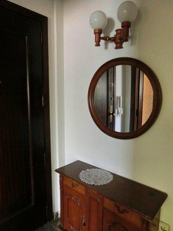 San Jaime Apartments: Холл при входной двери