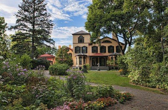 Seward House Museum: Seward Museum grounds