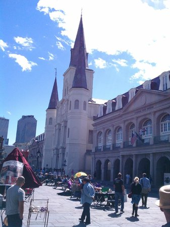 Courtyard New Orleans Downtown/Convention Center: close by