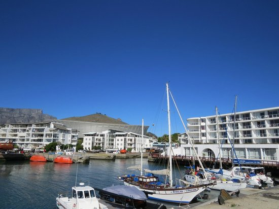 Radisson Blu Hotel Waterfront, Cape Town: Outside the hotel