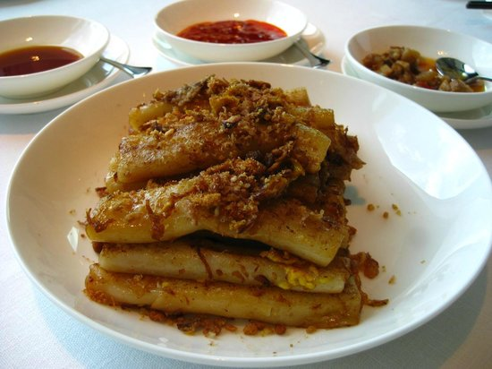 Above and beyond : Fried Ricesheet Roll w/ XO Sauce is very tasty and generous in portion.