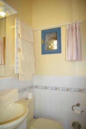 La Source de Bury: Salle de bain chambre Familiale
