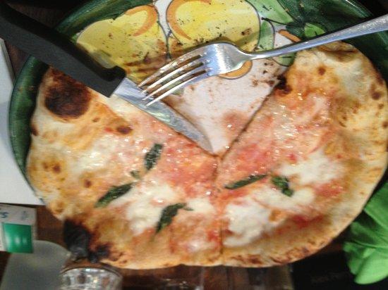 Terrazza St-Germain: Margarita pizza