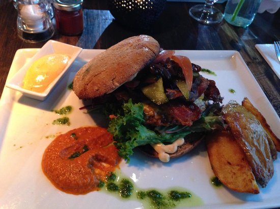 Cafe Kitchenette : Hamburger with Caramelized Onions
