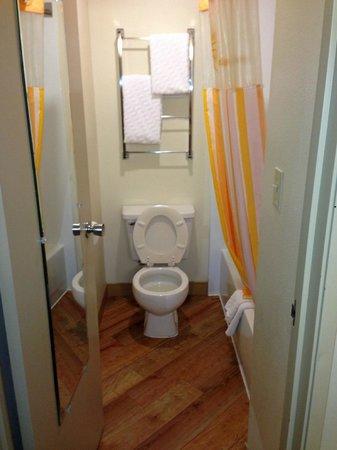 La Quinta Inn & Suites Columbus State University: bath
