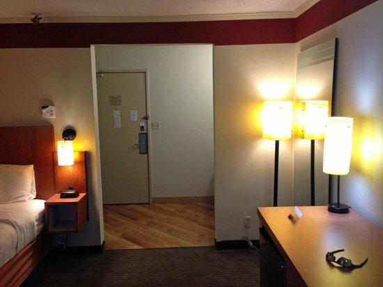 La Quinta Inn & Suites Columbus State University: room overview 1