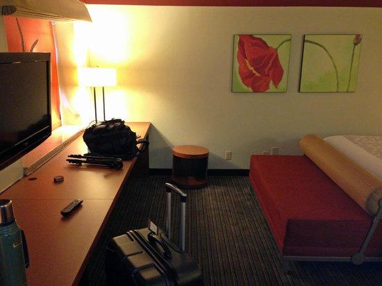 La Quinta Inn & Suites Columbus State University: room overview 3