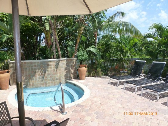 The Cabanas Guesthouse & Spa: le jacuzzi
