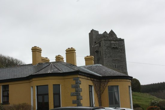 Ballinalacken Castle Country House: beautiful!