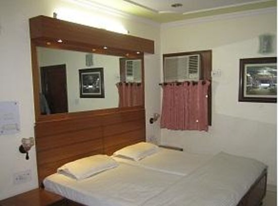 Royal Palace & OYO Rooms: Super Deluxe