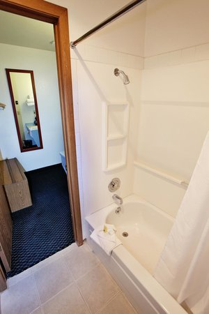 National 9 Inn - Mt Nebo: Guest Bathroom