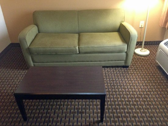 Comfort Inn & Suites : couch