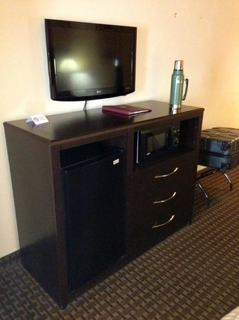 Comfort Inn & Suites: tv-micro-fridge