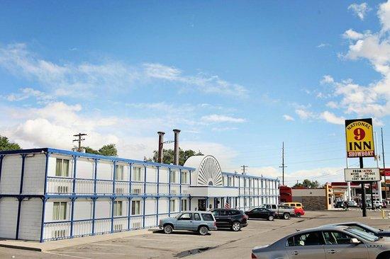 National 9 Inn Casper Showboat Motel: Front Exterior
