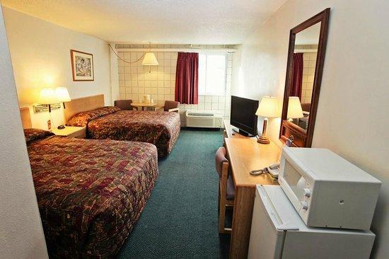 National 9 Inn Casper Showboat Motel: 2 Queen Guest Room