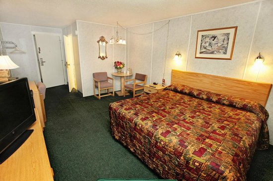 National 9 Inn Casper Showboat Motel: King Guest Room
