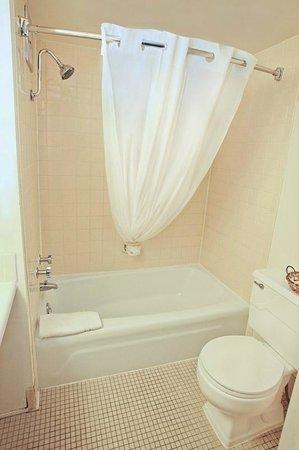 National 9 Inn Casper Showboat Motel: Guest Bathroom