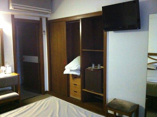 Hotel Dona Sofia: Quarto velho mas reformado