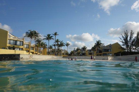 بلوغرين بلوووتر ريزورت آت كايبل بيتش: Beach and the oceanfront villas