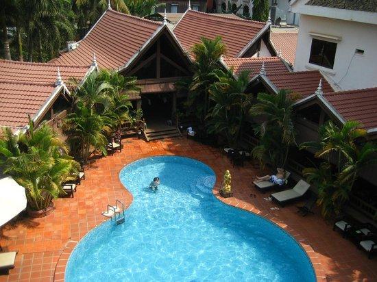 Angkoriana Hotel: Outdoor pool