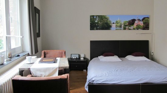 iRoom: Room 3 - spacious!