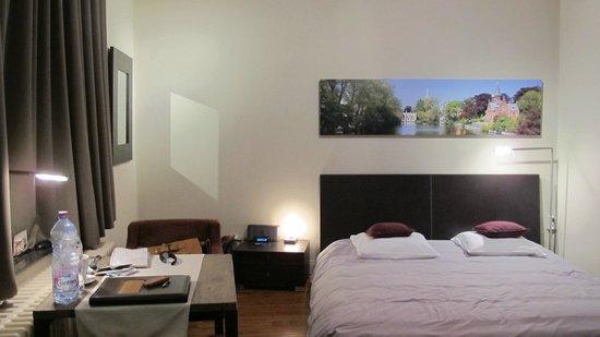 iRoom: The room, at night. Very good lighting