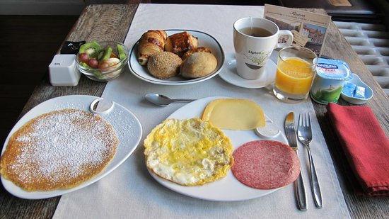 iRoom: Another spread of lovely breakfast. Pancake - AWESOME!!
