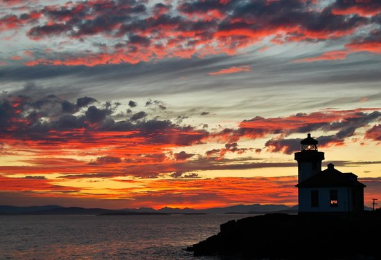 Lime Kiln Point State Park Interpretive Center : Park volunteer Stacey Kerr takes a break to snap a spectacular Lime Kiln Point Lighthouse sunset