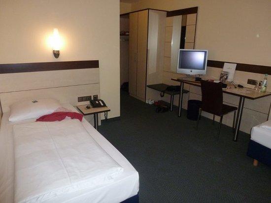 Atrium im Park Hotel: Zimmer 128 Nichtraucher; EZ mit 2 Betten