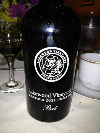 Cameron's Restaurant: Lakewood Vineyards 2011 Port