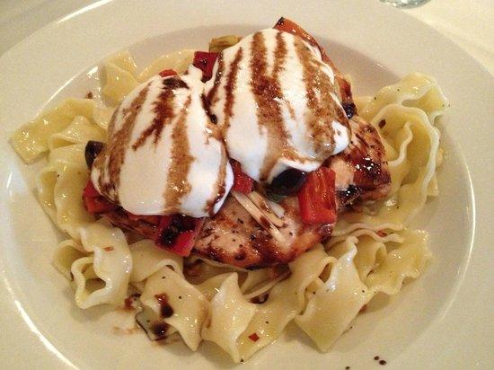 Cameron's Restaurant: Chicken and Mozzarella