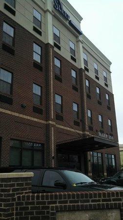 Sleep Inn & Suites Downtown Inner Harbor: Outside