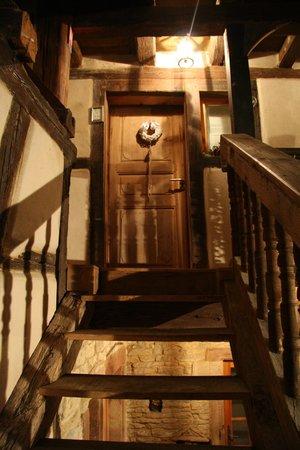 La Cour de Lise : l'escalier